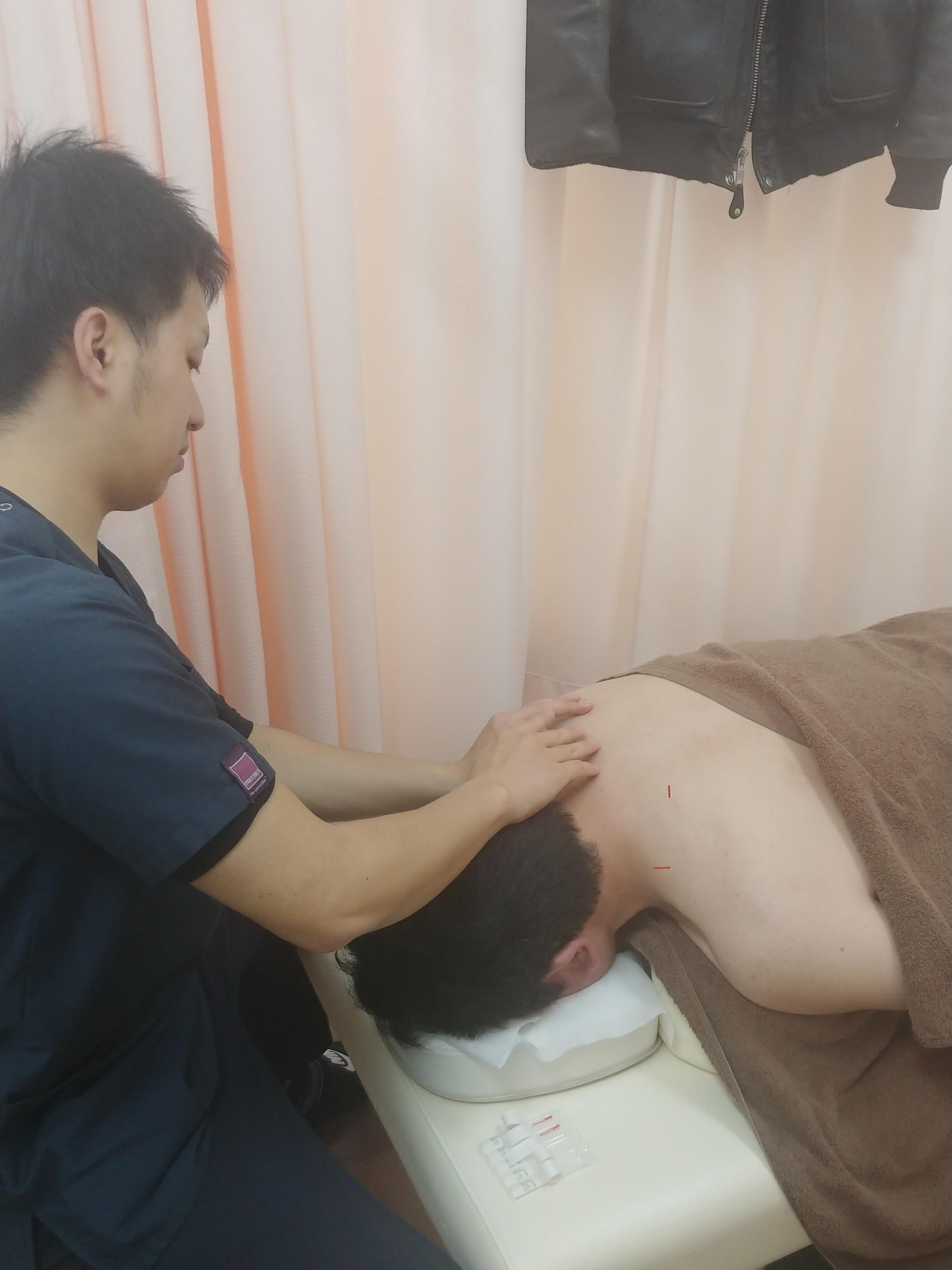 みらい整骨院・鍼灸院内装 施術の様子②